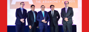 DIGITAL EXCELLENCE. Receiving the award from top executives of Asiamoney was UnionBank President and COO Edwin R. Bautista (center). Joining him are EON Group Head SVP Paolo Baltao (2nd from left) and Chief Technology and Transformation Officer SEVP Henry R. Aguda (4th from left).