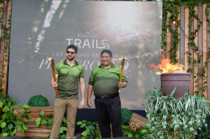 AboitizLand President and COO Patrick Reyes and Projects in Planning Manager Eduardo Aboitiz lead the ceremonial lighting of torch during the Foressa Trails opening.