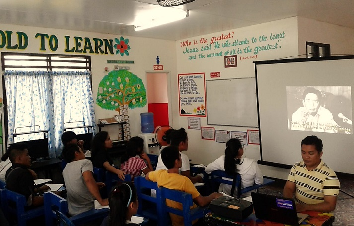 A BETTER LEARNING ENVIRONMENT: Northern Samar Alternative Learning System (ALS) Education Program Specialist II Cesario Maglente can now show documentary films to his learners through the donated laptop and LCD projector by City Savings Bank.