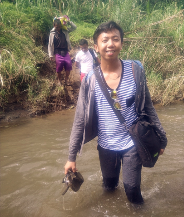 EDUCATOR WITH A MISSION. Armed with the donated laptop from City Savings Bank, Alternative Learning System (ALS) District Coordinator from Samar Division Marvin Macalalad, crosses a murky river to reach his barangay station assignment where his students await.