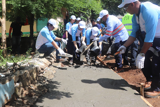 PAVING THE WAY. Volunteers from AboitizPower subsidiary Therma South, Inc. (TSI) construct pathways as part of the Brigada Eskwela in partnership with the Inawayan Elementary School last May 28, 2018.