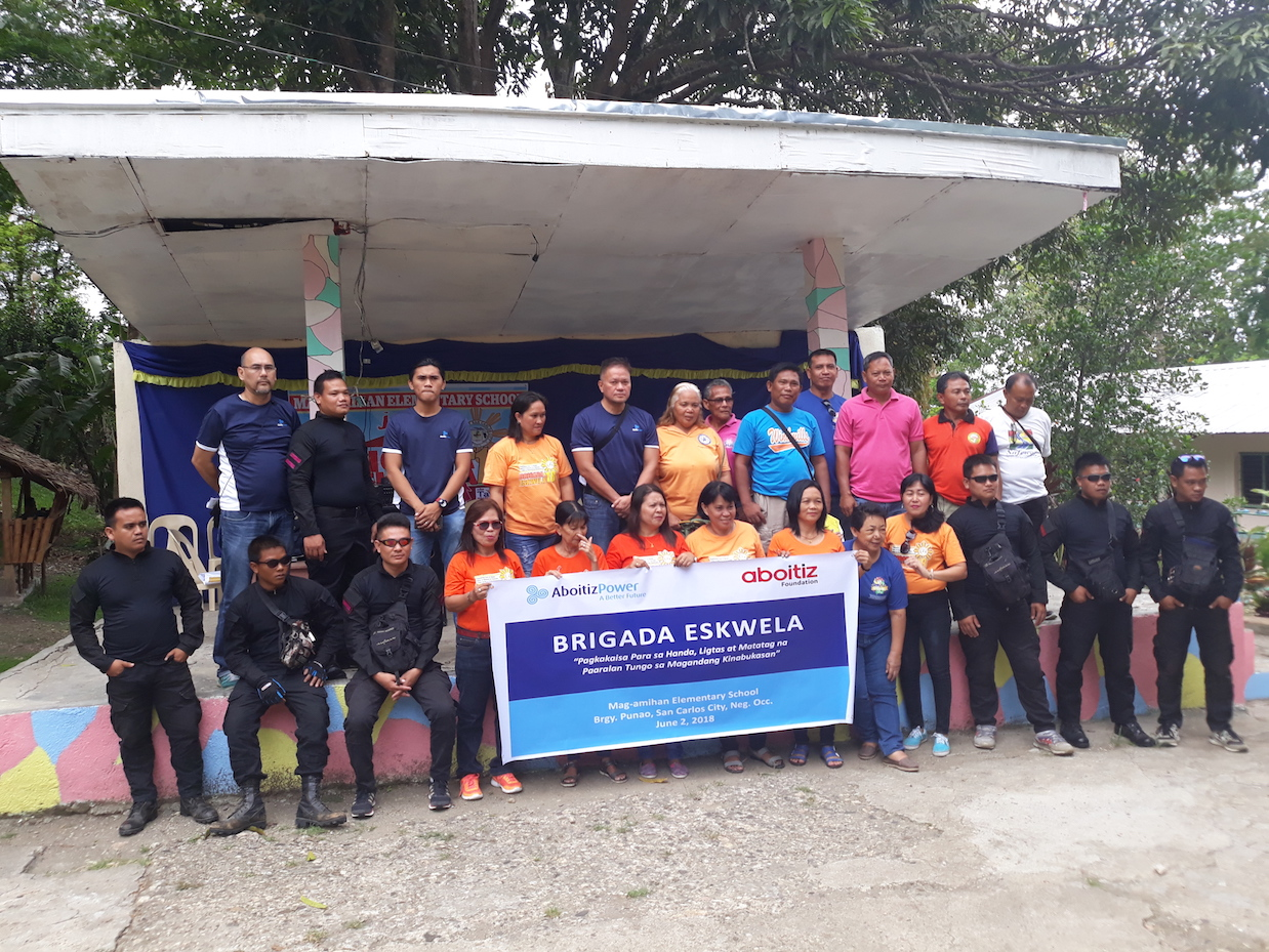 COLLABORATION. Volunteers from SacaSun as well as partners from Arsenal Security and City Savings Bank join forces during the Brigada Eskwela 2018 in San Carlos City, Negros Occidental.