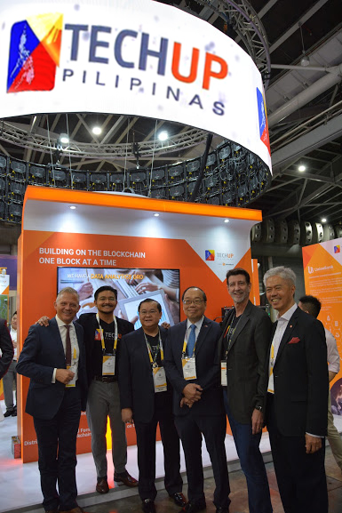 UnionBank Fintech Group head Arvie de Vera and President and CEO Bautista (second and third from left) and Chairman Justo Ortiz (second from right) welcome (from left) Matthias Kroner, founder of Fidor, the first digital bank in Europe; Philippine Ambassador to Singapore Joseph Del Mar Yap and Paul Gwee, Secretary General of the ASEAN Bankers Association.