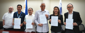 ABOITIZ BIDS FOR COMMON TOWER PROJECT.  DICT Sec. Eliseo Rio, Jr. (4th from left) and Aboitiz InfraCapital COO Cosette Canilao (2nd from right) sign the MOU recognizing Aboitiz InfraCapital as a potential common tower provider. Joining them are (from left) Ivin Alzona, DICT Assistant Secretary; Alan Silor, DICT Assistant Secretary; John Henry Naga, DICT Undersecretary; and (far right) Jerome Cachau, Aboitiz InfraCapital Infra Group Lead.