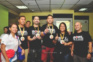 Number 1! The Overall Champion of the tournament from UBP Team 5 – Engel, Jonathan, Eric and Thess – awarded by A-Bowlers President, Rey and Secretary-General, Mega.