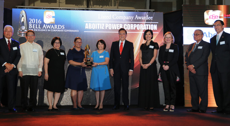 MARKET LEADERS IN GOVERNANCE. Atty. Jasmine Oporto, AEV SVP & Chief Compliance Officer, and Susan Valdez, AEV SVP & Chief Corporate Services Officer (fourth and fifth from left) accept the PSE Bell Award for AboitizPower at ceremonies held last November 10 in Makati City. Aboitiz is among the country's top publicly listed companies recognized for exemplary corporate governance practices.