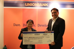 REBUILDING LIVES. Lilia Balomaga, Development Manager of AmCham Foundation, receives UnionBank's donation from EVP Genaro V. Lapez, Head of the Center for Strategic Partnerships.