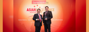 YEARS OF EXCELLENCE. UnionBank EVP and Center Head for Strategic Partnerships Genaro V. Lapez receives the awards, on behalf of the Bank, from Corporate Governance Asia Founder, Managing Director and Publisher Aldrin Monsod.