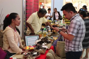 PRODUCT LAUNCH. The Matigsalug tribe launches its handcrafted products during the Mindanao Trade Expo in Davao City.