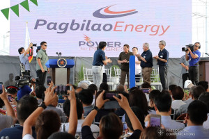 President Rodrigo Roa Duterte leads the ceremonial switch-on of the 420-MW Pagbilao Unit 3 Power Project during its inauguration in Pagbilao, Quezon on May 31, 2018. VALERIE ESCALERA/PRESIDENTIAL PHOTO