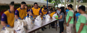 EXTENDING A HELPING HAND:   CitySavings team members from Head Office, Mandaue and Carcar branches extended assistance to landslide affected families at Naga National High School, Naga City, Cebu last September 27.