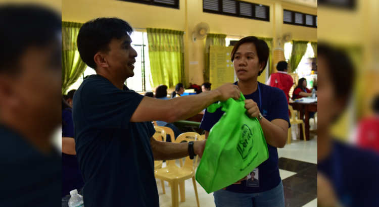 """""""MALASAKIT."""" AboitizPower team member Sharron Manzano (right), whose family was affected by the landslides in Itogon, Benguet during the onslaught of Super Typhoon Ompong, still went out of her way to assist those in greater need of help."""