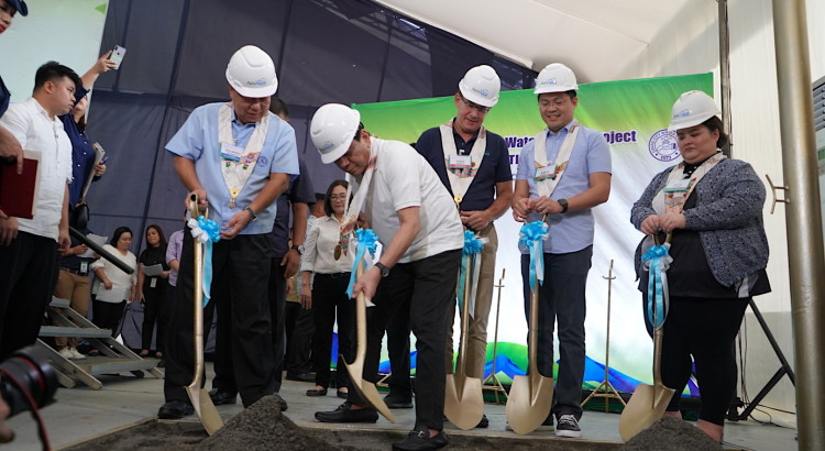 President Duterte leads the ceremonial shoveling during the construction kick-off of the Davao City Bulk Water Supply Project. Joining the President are are: (from left) Eduardo A. Bangayan, Davao City Water District Chairman; Sabin M. Aboitiz, Aboitiz InfraCapital President and CEO; Karlo B. Nograles, Cabinet Secretary; and Kathryn Patricia V. Angeles, J.V. Angeles Construction Corporation CEO.
