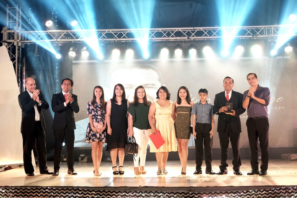 Bambi (second from right) was joined by his family on stage as he received the 2018 DRAAE during the Davao Light Recognition Night on October 5, 2018.