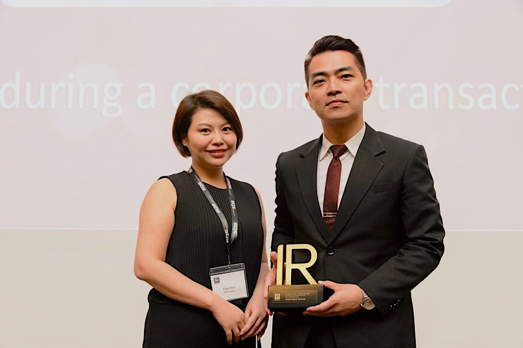 Aboitiz Equity Ventures AVP Investor Reations Judd Salas receives the 'Best IR during a corporate transaction' trophy from Kate Man, EQS Group Business Development Director.