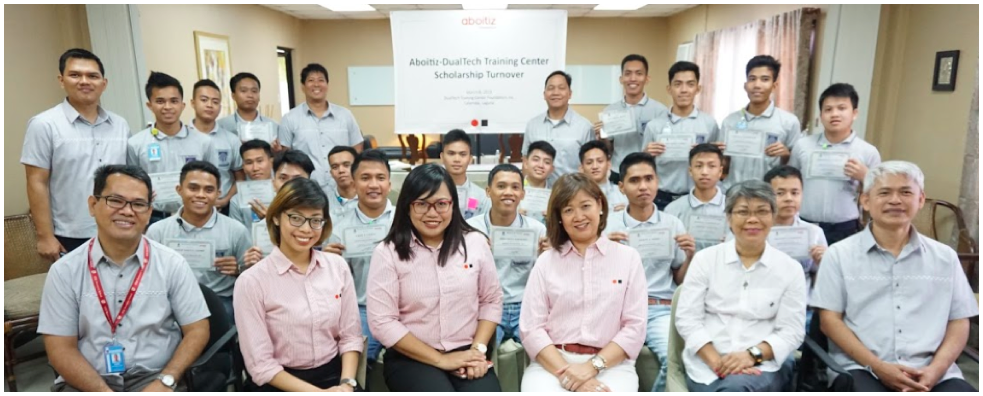 The Aboitiz Foundation and Dualtech teams together with the 20 selected scholars from the Dualtech Training Center.