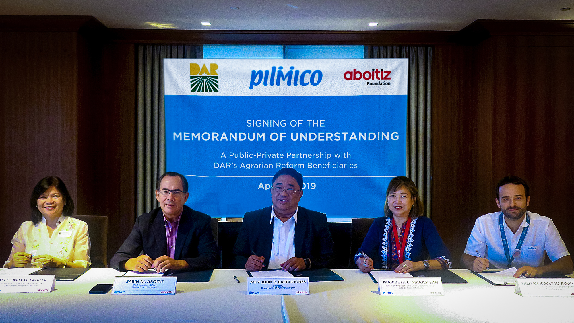 Pilmico President & CEO Sabin Aboitiz (second from left) leads the signing of a Memorandum of Understanding with the Department of Agrarian Reform (DAR) in promoting sustainable livelihood in the country. Also present were (From L-R) DAR Undersecretary Atty. Emily Padilla, DAR Secretary John Castriciones, Aboitiz Foundation COO Maribeth Marasigan and Pilmico COO Tristan Aboitiz.