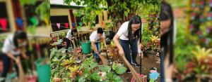 THE SPIRIT OF VOLUNTEERISM: CitySavings employee volunteers from Ortigas Branch helped clean learning spaces at San Juan Elementary School during DepEd's Brigada Eskwela last May 20 to 25, 2019.