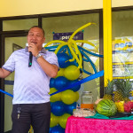Ampatuan Mayor Datu Rasul Sangki delivers a message to the crowd