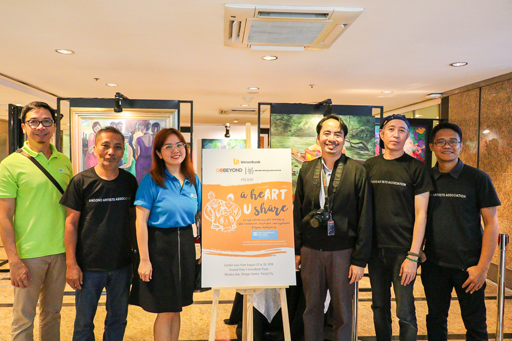 (Middle) SOS Children's Villages Corporate Relations Assistant Ruth Angeli Pascua and Kim Unidad are flanked by (from left) Angono artists Dennis De Vera, Felix Amoncio, AAA President Frederick Sausa, and Jon Del Rio.